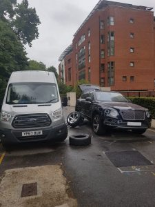 24hr breakdown van helping London customer