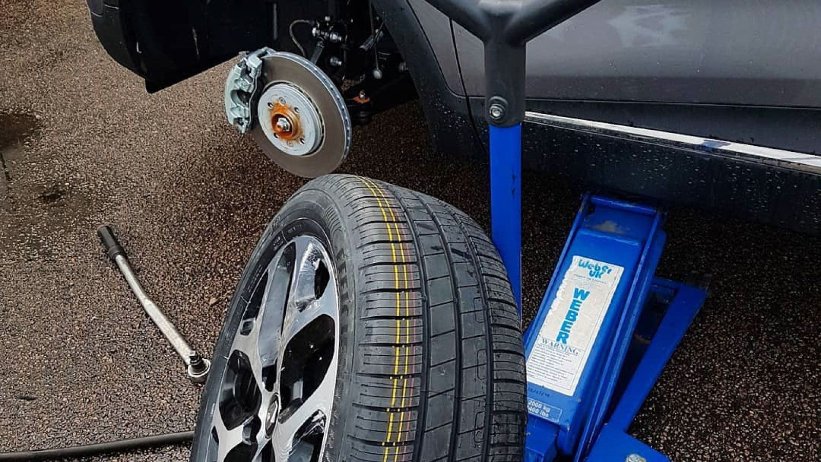Car jack used to replace punctured tyre safely and quickly