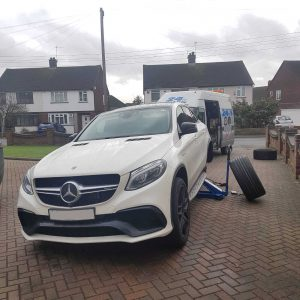 Mercedes Benz customer calls 24hr tyre fitting company to his London home to help